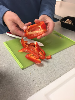 Slicing red pepper